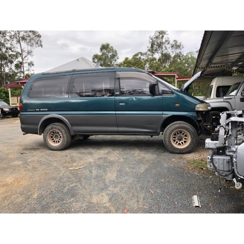 Mitsubishi Delica Space Gear V6 LWB